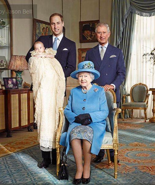 Королева Елизавета II с тремя поколениями
